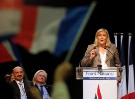 Marine Le Pen en campagne dans le Var 2015